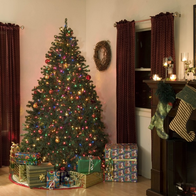Christmas tree decorating pictures download