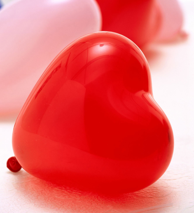 Red heart-shaped balloons picture download