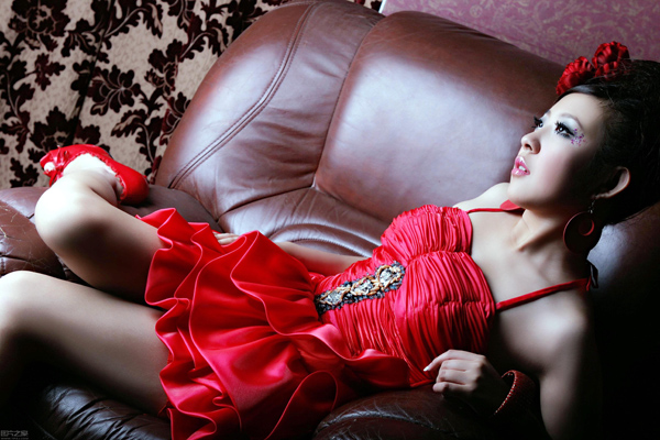 HD sofa girls pictures download