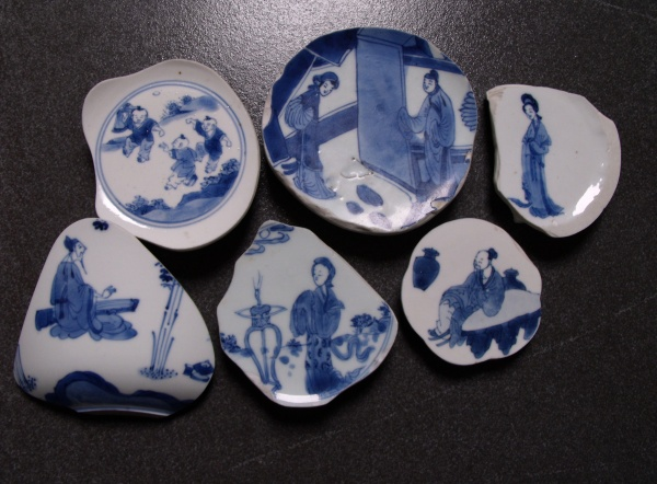 Opens the piece of blue-and-white porcelain picture download