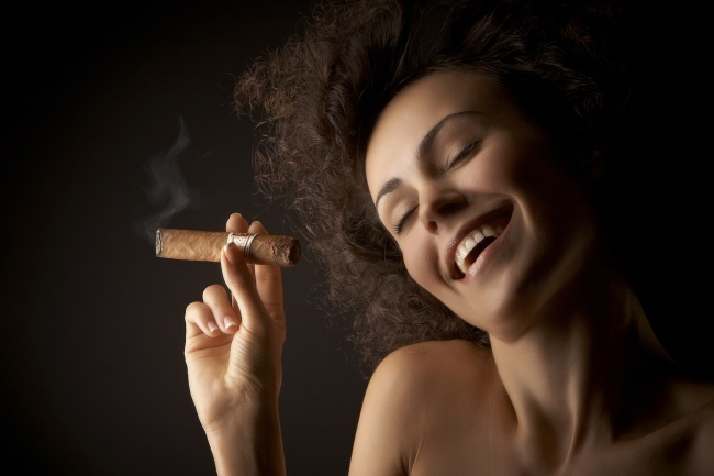 Smoking beauty picture material download