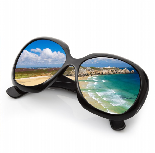 Sunglasses in the beach pictures