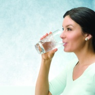 Drink ice water beauty picture material