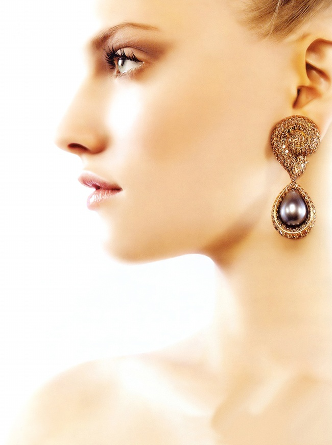 Wearing earrings beautiful pictures download